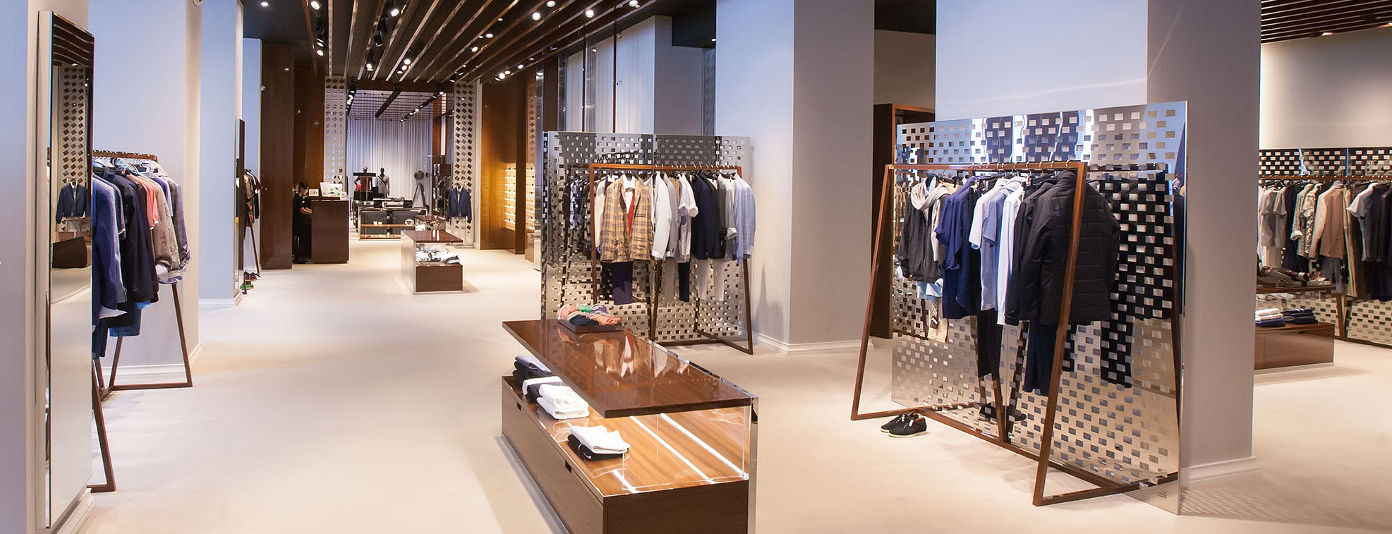 Visually pleasing and simple clothes store layout